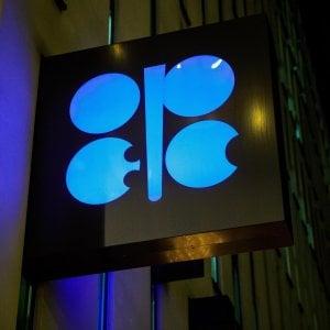 Borse affondate dal caso Huawei. L'Opec non annuncia i tagli, crolla il petrolio