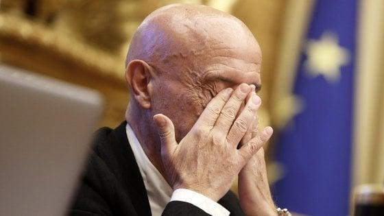 """Pd, il ritiro di Minniti. Zingaretti: """"Scelta di responsabilità"""". Renzi: """"Non faccio il piccolo burattinaio al congresso"""""""