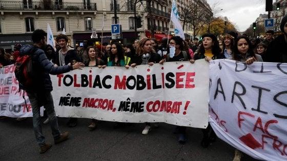Francia, rivolta dei gilet gialli: Parigi si blinda. Allarme dei servizi per le violenze