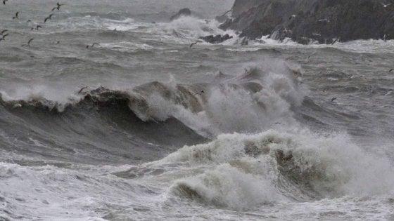 Meteo, nel weekend venti forti e mareggiate. E da lunedì arriva il freddo