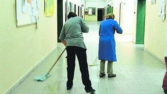Scuola, a pulire tornano i bidelli: annunciate 12mila assunzioni