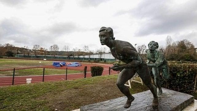 A Roma torna la pista che non c'era più Restaurato lo stadio dove correva Mennea