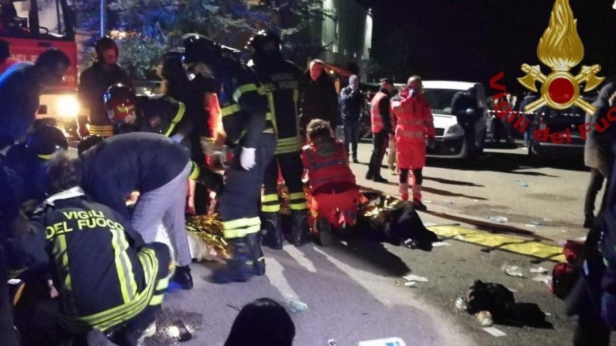 Ancona, presa del pánico y huye a la discoteca, 6 niños murieron en el concierto del rapero Sfera Ebbasta, un centenar de heridos.