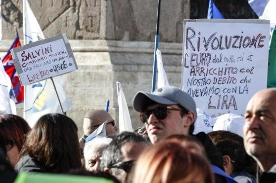 """Lega in piazza, Salvini: """"Datemi mandato per trattare con l'Ue"""". E abbassa i toni: """"Serve unità, non odio"""""""