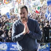 """Lega in piazza, Salvini: """"Datemi mandato per trattare con l'Ue"""". E abbassa i toni: """"Serve..."""