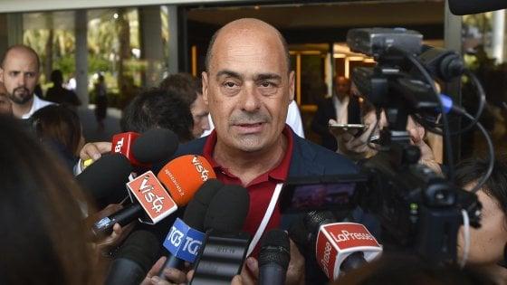 """Pd, renziani contro Zingaretti: """"Vuole alleanza con i grillini"""". La replica: """"Solo fango, io i 5Stelle li ho battuti"""""""