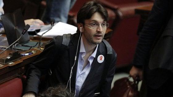 """M5S, Grillo sui cambi di casacca: """"Offro il doppio di Berlusconi"""". Dall'Osso replica: """"Battutacce, da Fi ho avuto rispetto"""""""