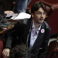 """M5S, Grillo sui cambi di casacca: """"Offro il doppio di Berlusconi"""". Dall'Osso replica:..."""