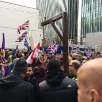 """Brexit, migliaia in strada a Londra. Con un cappio """"per i traditori"""""""