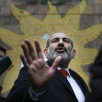 Armenia, l'ex giornalista Nikol Pachinian conquista la maggioranza assoluta in Parlamento