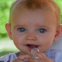 Neonati: minor rischio di allergie se il ciuccio è pulito con la saliva materna