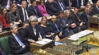Brexit, fronda dei Tories contro Theresa May: stasera voto di sfiducia