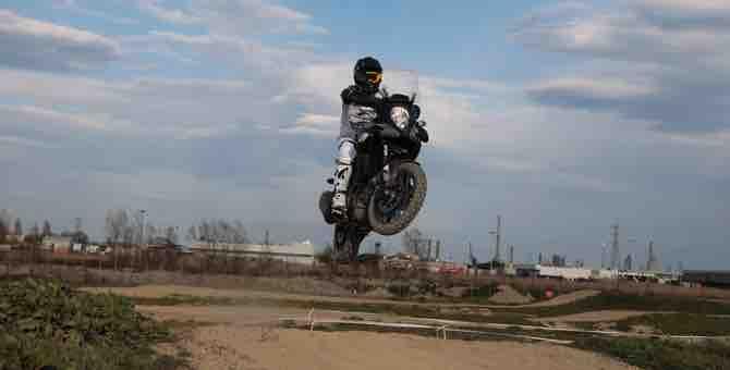 Suzuki, lezione di moto
