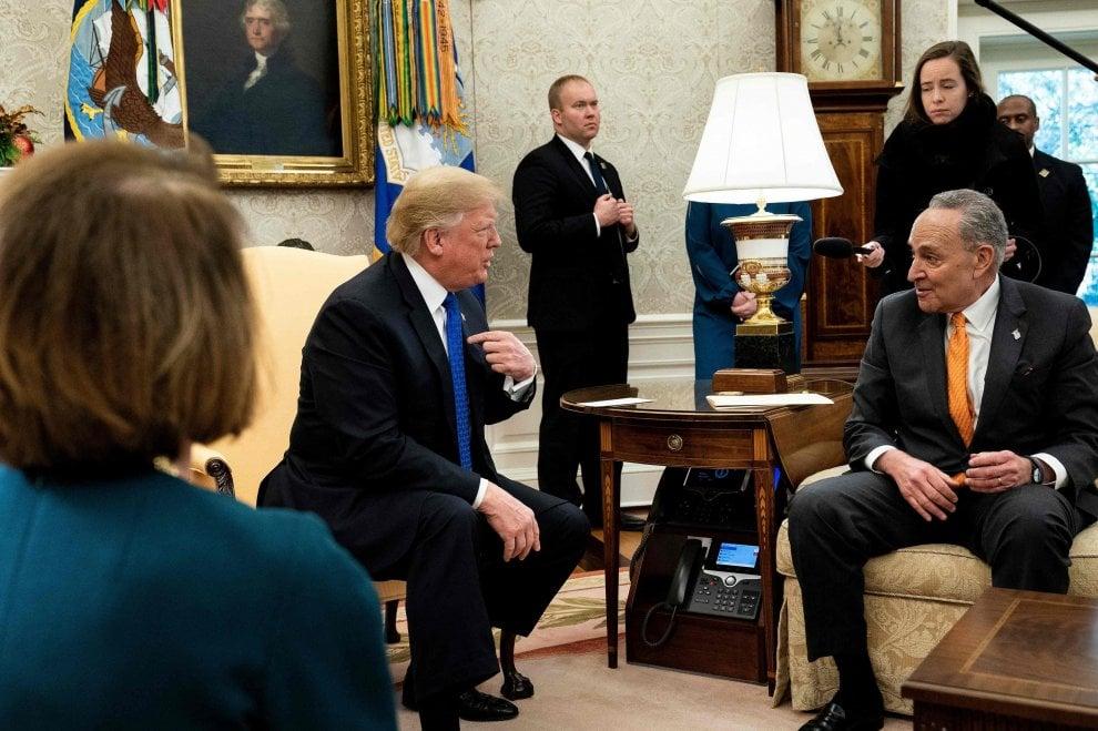 Usa, Trump litiga in pubblico con i leader democratici Pelosi e Schumer