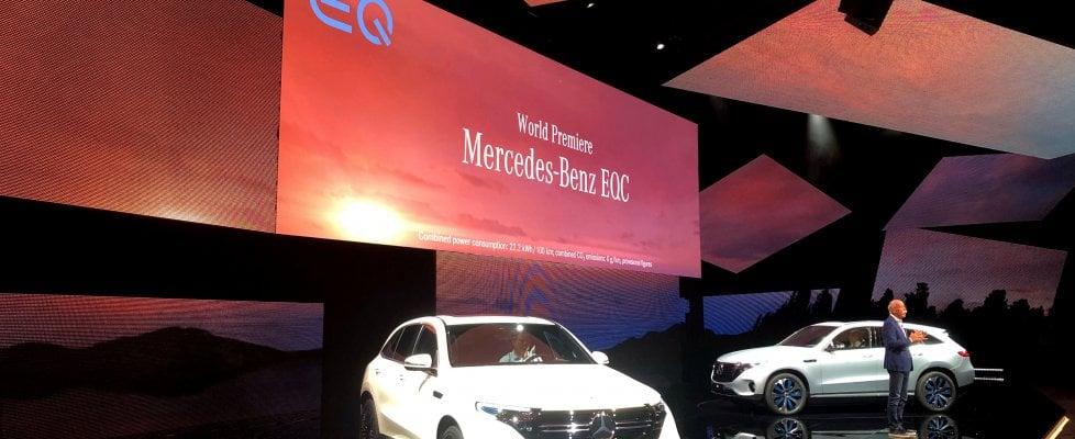 Auto elettrica, attacco Mercedes: acquisto record di batterie