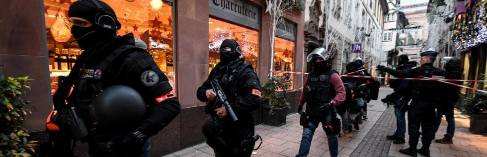 Strasburgo, torna il terrore nel cuore d'Europa: spari al mercatino di Natale, tre morti e dodici feriti, è caccia all'uomo Video