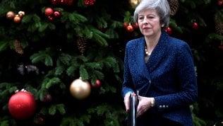 """Brexit, May affronta la sfiducia dei Tories: """"Cambio leadership ora è un rischio per il Paese"""""""