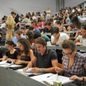 Università, studenti italiani studiano 30% in più che in Ue
