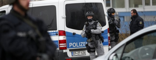 Strasburgo, un italiano in coma. Killer in fugaCosì l'attentatore ha sfruttato le falle della sicurezza francese