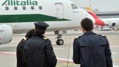 Piloti e assistenti di volo, il regalo del governo: pensione a 60 anni
