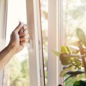 Comprare un purificatore o aprire le finestre: risultati quasi sempre identici