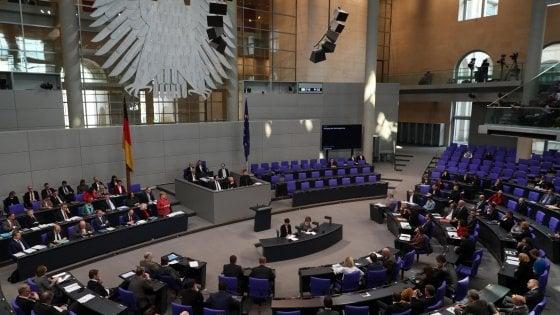 """In Germania diventa legge """"il terzo genere"""": si potrà essere registrati come """"vario"""""""