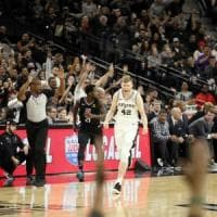 Basket Nba: San Antonio stende i Clippers, Harden travolge Lakers e LeBron