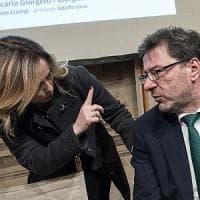 """Giorgetti: """"Reddito di cittadinanza piace all'Italia che non ci piace"""". Di Maio: """"A me..."""