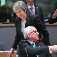 """Brexit, scontro May-Juncker: """"La premier ha minacciato di far saltare tutto"""""""