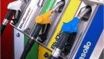 Ritirare i pacchi al benzinaio: le stazioni di servizio cambiano pelle nellera delle-commerce