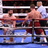 Boxe, Alvarez mondiale dei supermedi: Fielding dura tre round