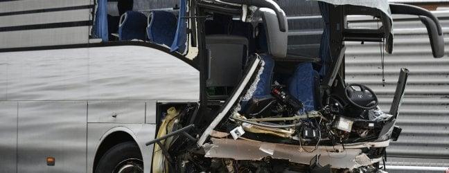 Pullman Flixbus partito da Genova si schianta sullautostrada a Zurigo: un morto e decine di feriti