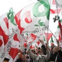 """Pd, scontro Calenda-Zingaretti. L'ex ministro: """"Se vogliono ripartire da D'Alema, non ci..."""