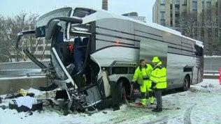 Zurigo, è un'italiana la vittima dell'incidente sull'autostrada al pullman Flixbus video