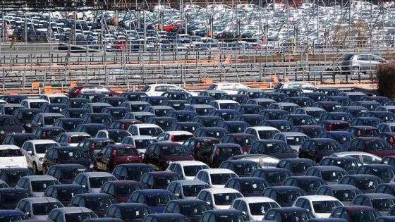 Manovra, l'ecotassa cambia: colpiti i suv e le auto più potenti