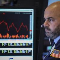 Borse in calo e spread stabile, crolla il petrolio