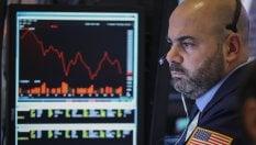 Borse in calo in scia a Wall Street. Sale lo spread