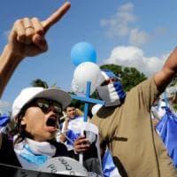 Nicaragua, l'offensiva di Ortega: calci e pugni contro i giornalisti