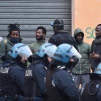 """Migranti, il Viminale frena sulle espulsioni. L'Ispi: """"Nel 2020 fino a 700mila immigrati..."""