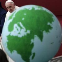 """Il Papa condanna i politici anti-migranti: """"Non li si può accusare di tutto"""""""
