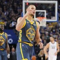 Basket, Nba: Lillard stende i Clippers, Golden State festeggia Curry e Durant