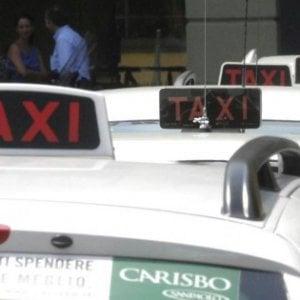 Venezia, partorisce in taxi: l