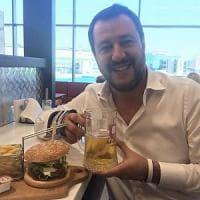 Politica e social, le merende griffate di Salvini: se un ministro gioca all'influencer