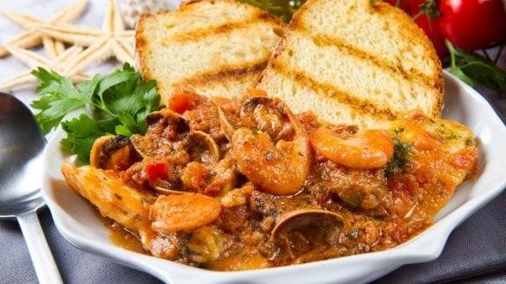 """""""Salviamo la cucina della nonna"""": per non perdere i tesori gastronomici il segreto è la memoria"""