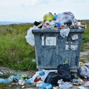 Tassa rifiuti nella bolletta elettrica. Il governo: giusta, ma non se se la faremo