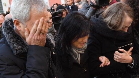 """Trento, Il vescovo ai funerali di Antonio Megalizzi: """"Un pezzo di cielo è sceso in terra e ora vi torna"""""""