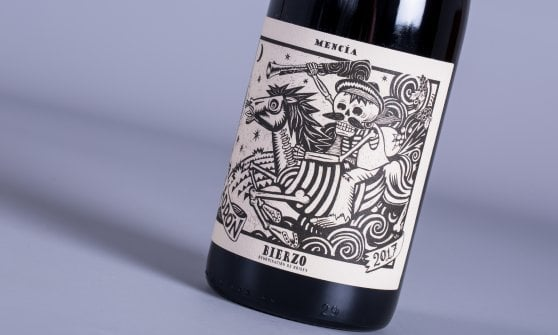 """La supremazia dell'etichetta: quando le bottiglie """"parlano"""" e raccontano il loro mondo"""