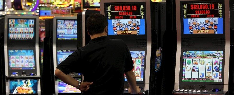 L'Italia delle slot. Ecco quanto giocano gli italiani: in un anno l'azzardo si mangia 5 miliardi in più
