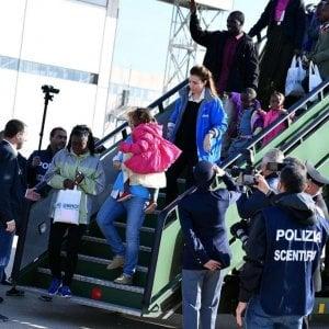 Corridoi umanitari, arrivate 103 persone dalla Libia: c'è anche Solinia, 12 giorni di vita vissuti nel lager