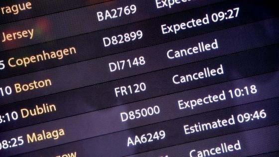 Londra, riapre l'aeroporto di Gatwick: voli limitati, resta l'allerta droni